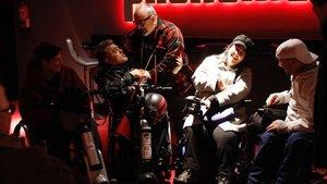 Un grupo de personas con discapacidad intentan acceder al cine Phenomena,el pasado 11 de enero