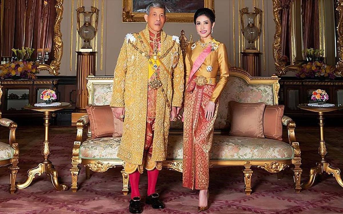 El rey Maha Vajiralongkorncon su concubinaSineenat.
