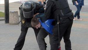 Més de 400 detinguts en la cinquena marxa contra Lukaixenko a Bielorússia