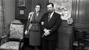 Elena Ochoa y Chicho Ibáñez Serrador, en la presentación del programa de TVE 'Hablemos de sexo', en 1990.