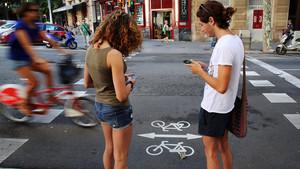 La distracción es una de las causas principales de accidente entre peatones.