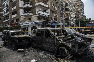 Lugar del atentado que ha causado la muerte al fiscal general de Egipto, Hisham Barakat.