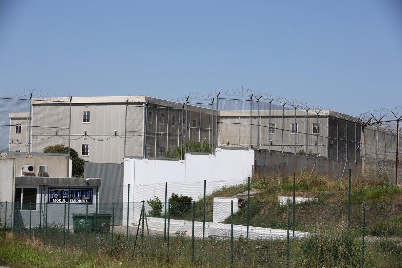 Els presos de presons catalanes podran contactar per videoconferència amb les seves famílies