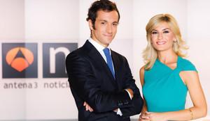Álvaro Zancajo y Sandra Golpe,presentadores del informativo de noche de Antena 3.