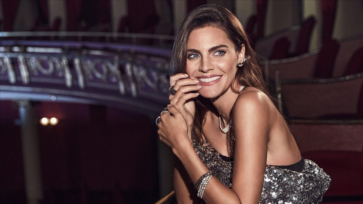 La actriz Amaia Salamanca posa con joyas de Rabat.