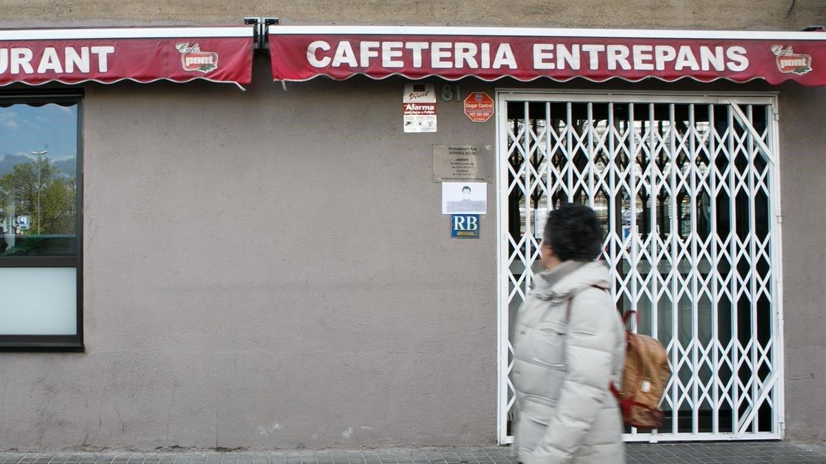 Un bar de Sabadellcerrado el marzo pasado por el covid-19, 2020