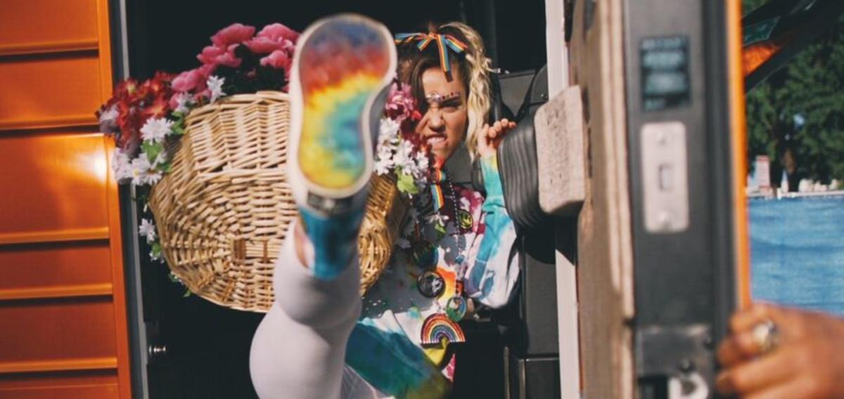 La estrella del pop Miley Cyrus en una imagen para la nueva colección de Converse a favor de los derechos LGBTQ.