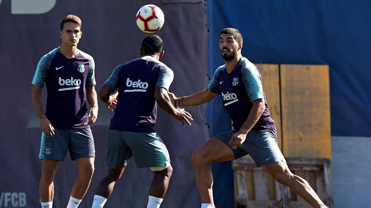 Denis Suárez, Malcom y Luis Suárez, en un entrenamiento del Barcelona en la ciudad deportiva de Sant Joan Despí.