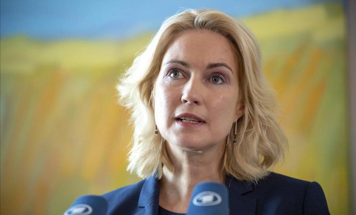 La líder de los socialdemócratas alemanes dimite por un cáncer de mama