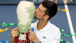 Djokovic celebra el éxito del torneo de Cincinnati.