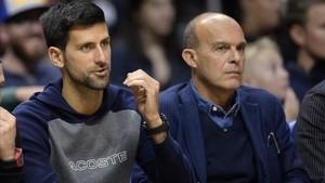 Djokovic, de espectador, en un reciente partido de la NBA.