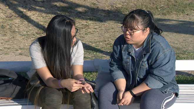 Dos amigas de un orfanato en China se reencuentran 17 años después.