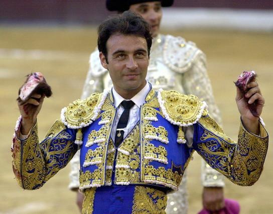 Enrique Ponce fa la volta, a la plaça de toros de Múrcia.