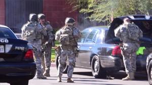 Un equipodelSWATllega a la escenadel tiroteoen SanBernardino, California.