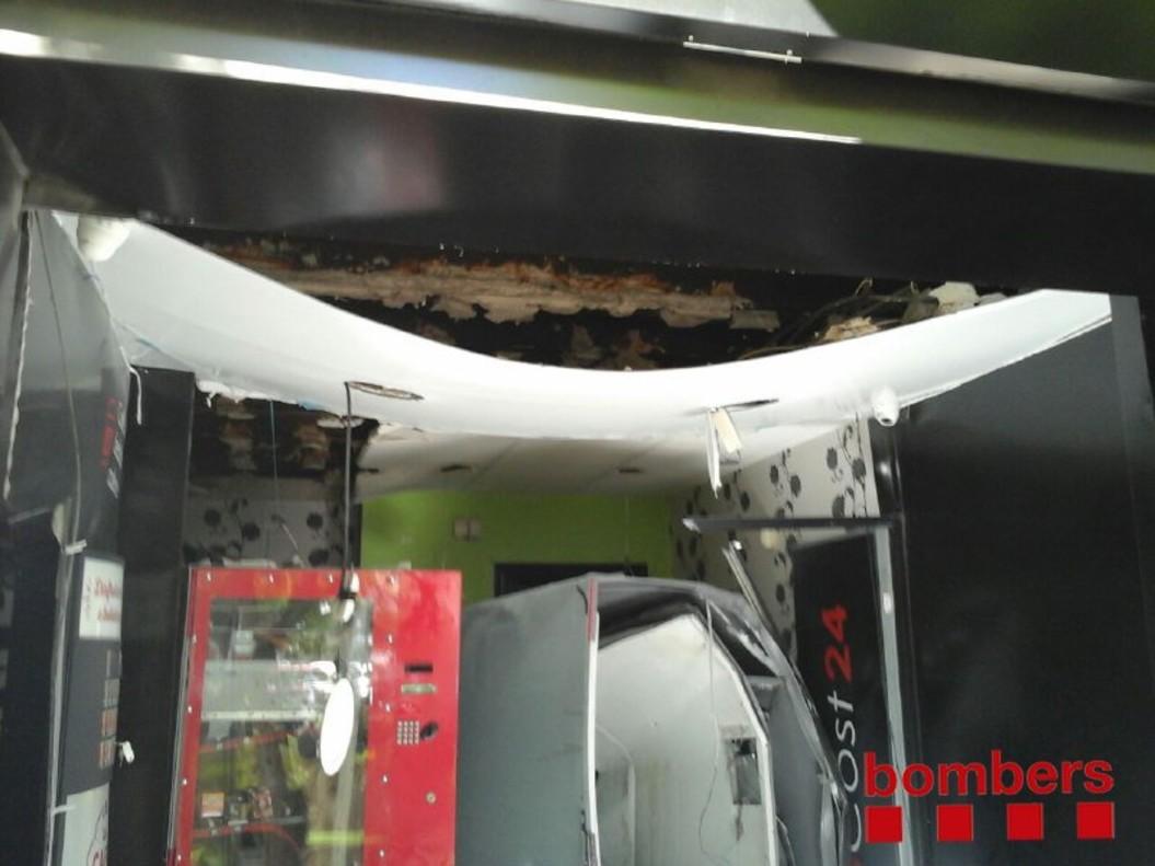 Imagen del estado de la máquina de 'vending'tras laexplosión en Tarragona.