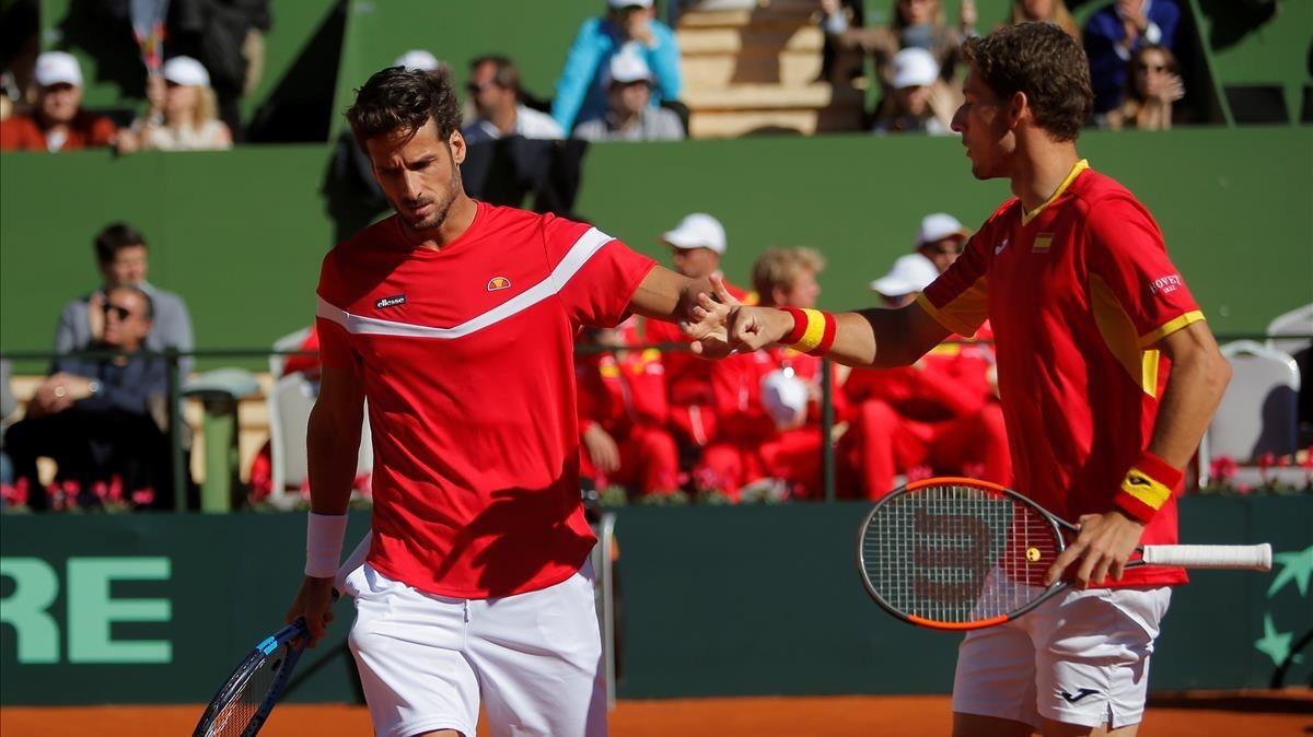 Feliciano López (izquierda) y Pablo Carreño celebran un punto.
