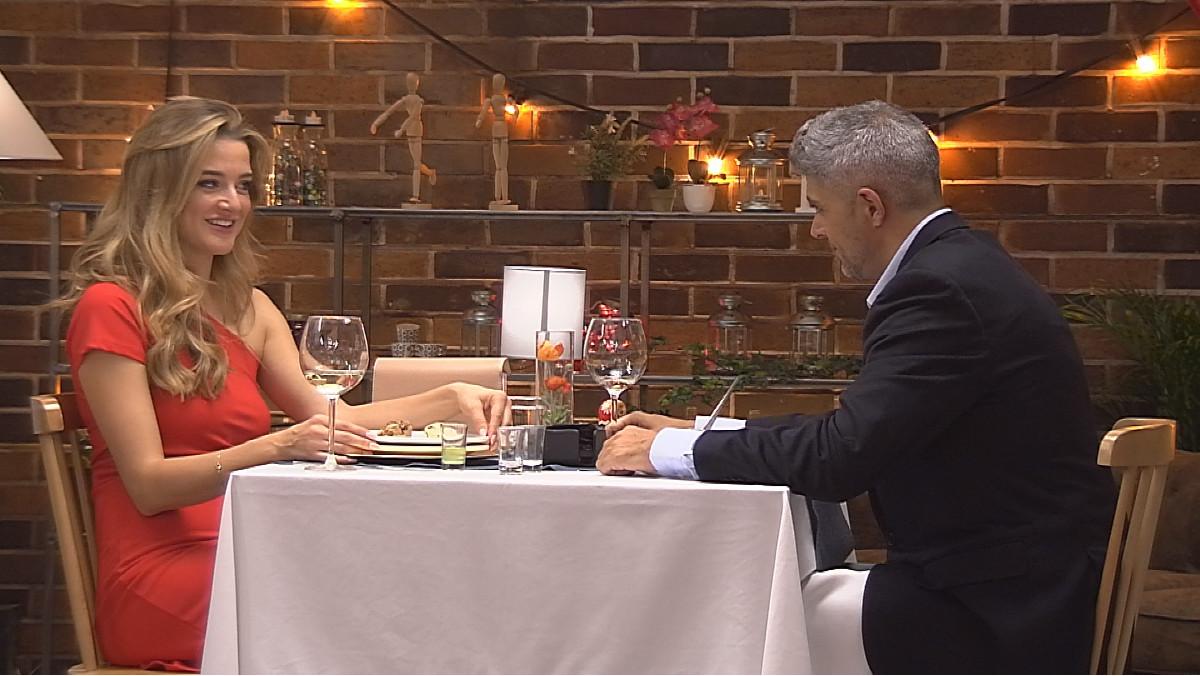 La camarera de 'First dates', Yulia, en su cita a ciegas en la edición 500 del programa de Cuatro.