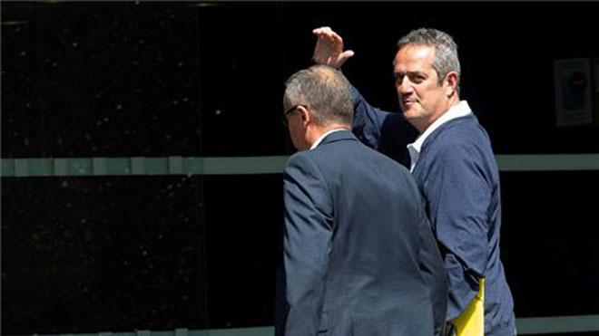 Forn llega al Ayuntamiento de Barcelona para realizar los trámites para ser concejal