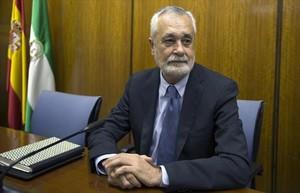 El expresidente de la Junta de andalucía, José AntonioGriñán (izquierda), en la comisión de investigación del Parlamento andaluz.