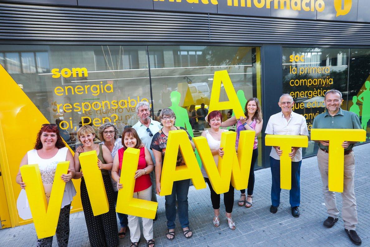 Grupo de vecinos impulsores de la Asociación Ciudadana para la Transición Energética de Viladecans, en el acto de constitución de Vilawatt