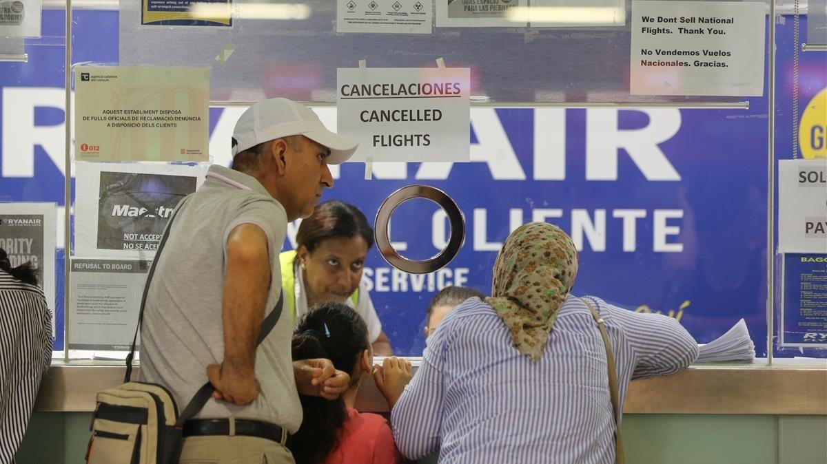 Mostradores de Ryanair en el aeropuerto de El Prat.