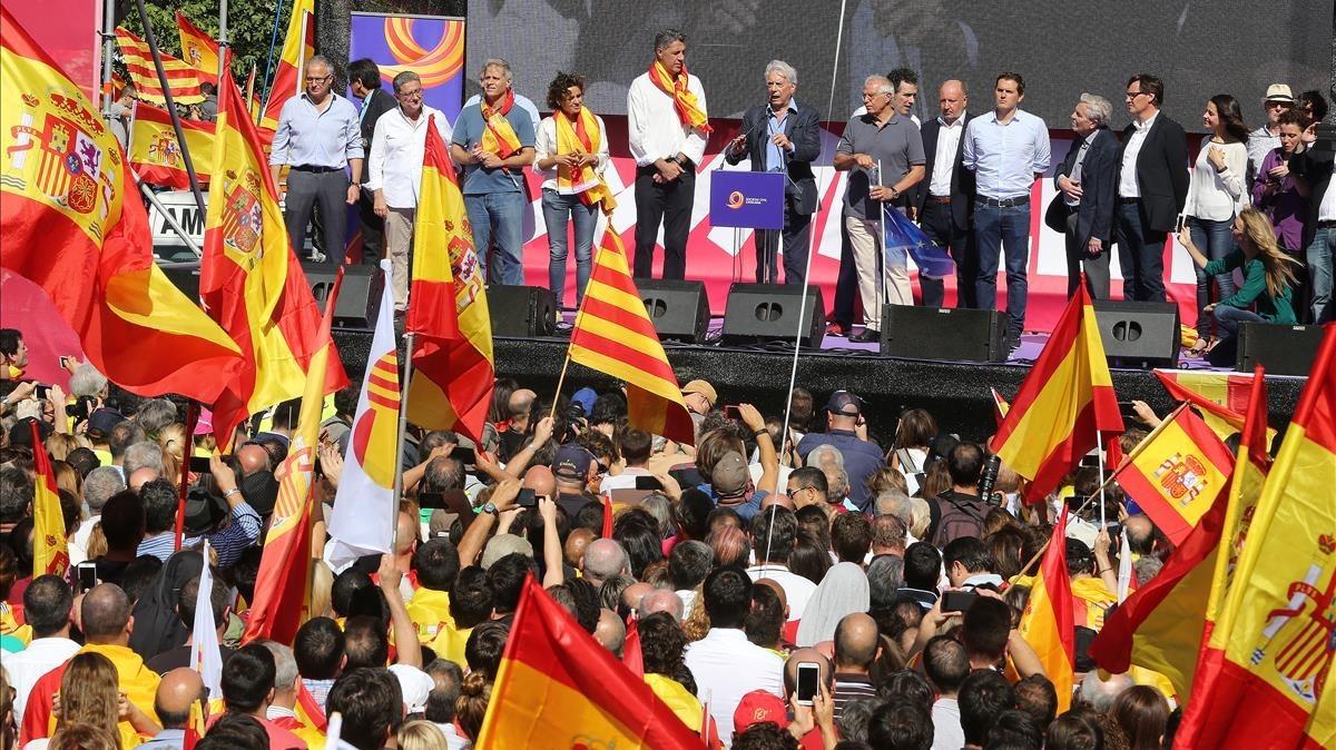Imágen del final de la marcha de los no independentistas en la Estació de França