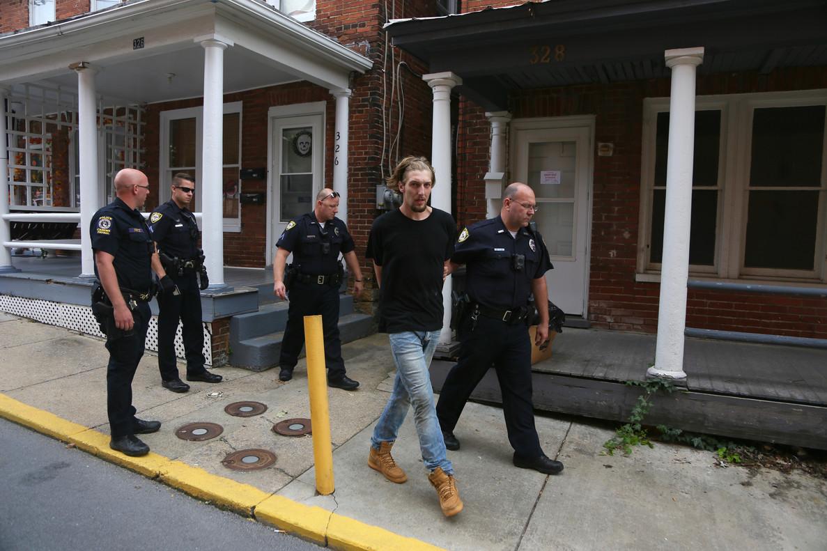 La policía de Martinsburg arresta a un jovenpor un incidente doméstico.
