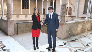 Inés Arrimadas y Carles Puigdemont, en el Palau de la Generalitat.