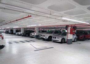 Interior del aparcamiento de la plaza de les Tereses de Mataró.