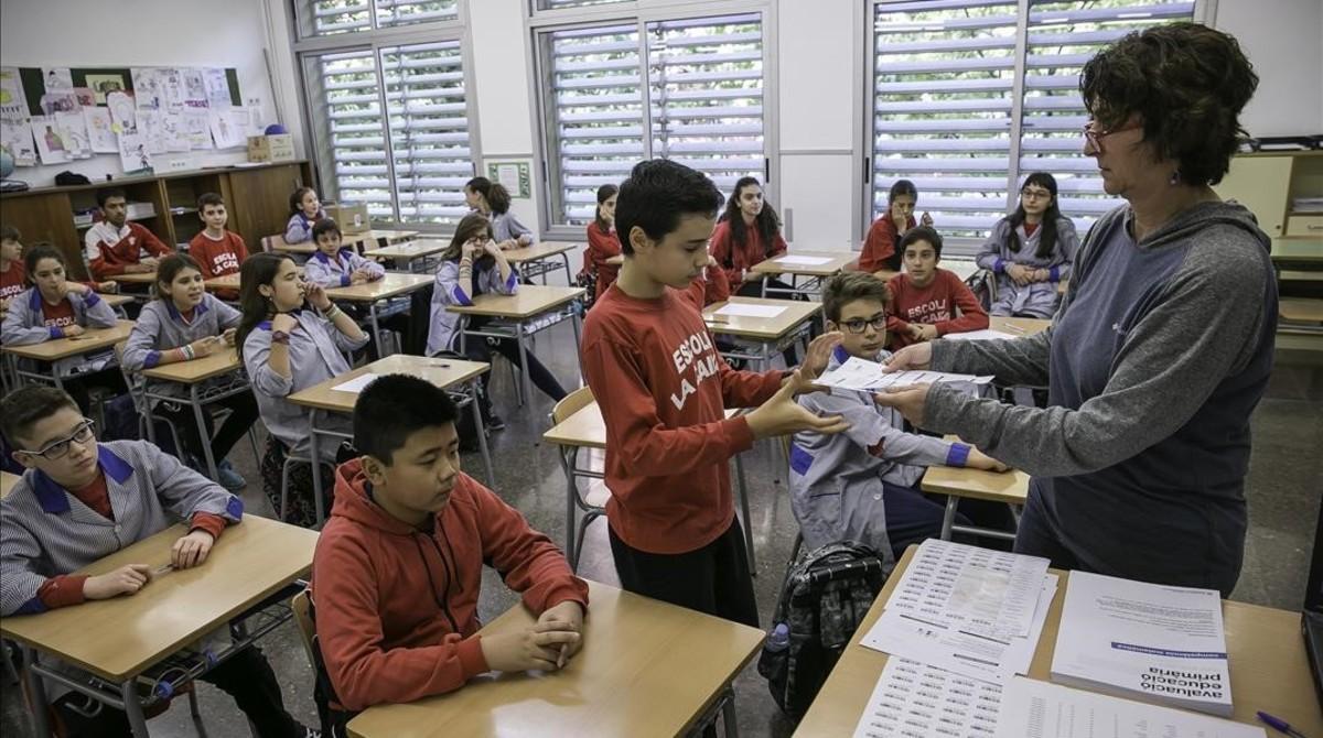 Pruebas de competencias básicas de sexto de primaria en la escuela La Caixa de Barcelona.