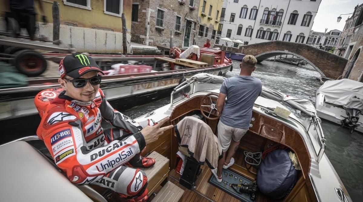 Jorge Lorenzo ha visitado hoy Venecia, de camino a Mugello.