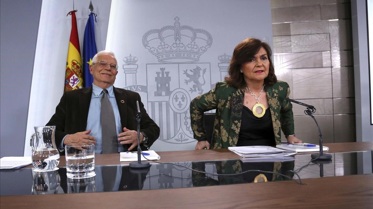 Josep Borrell y Carmen Calvo, en la rueda de prensa posterior al Consejo de Ministros.