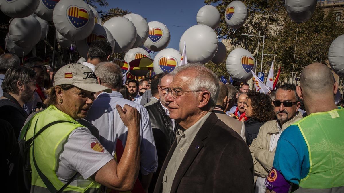 Josep Borrell, participando de la mnifestación.