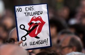 Pancarta en defensa del catalán en una manifestación.