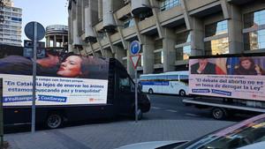 Las dos camionetas de HazteOir que circulanpor Madrid