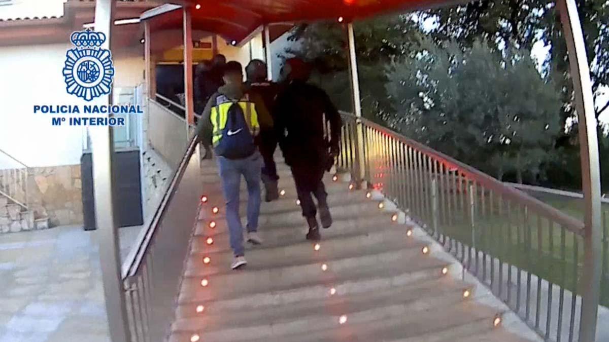 Liberadas tres jóvenes obligadas a prostituirse en un club de Medinyà (Girona).