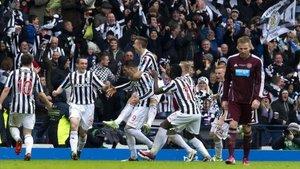 Los jugadores del Saint Mirren celebran un gol.