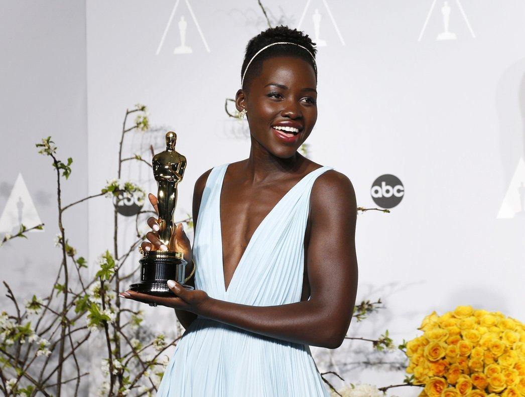 Lupita Nyong'o, ganadora del Óscar a la mejor actriz de reparto por 12 Years a Slave (2013).