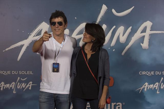 Manel Fuentes y su acompañante, en la alfombra roja del estreno de Amaluna.