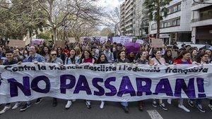 Manifestación de estudiantes por la igualdad y contra la violencia machista, este viernes, en València.