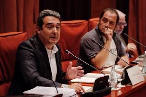 Manuel Bustos, junto a David Fernàndez, durante su comparecencia en el Parlament por el caso Mercurio, a principios de junio.