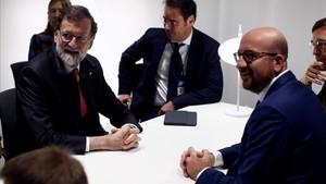 Rajoy se reúne con el primer ministro belga antes de que Puigdemont comparezca en Bruselas