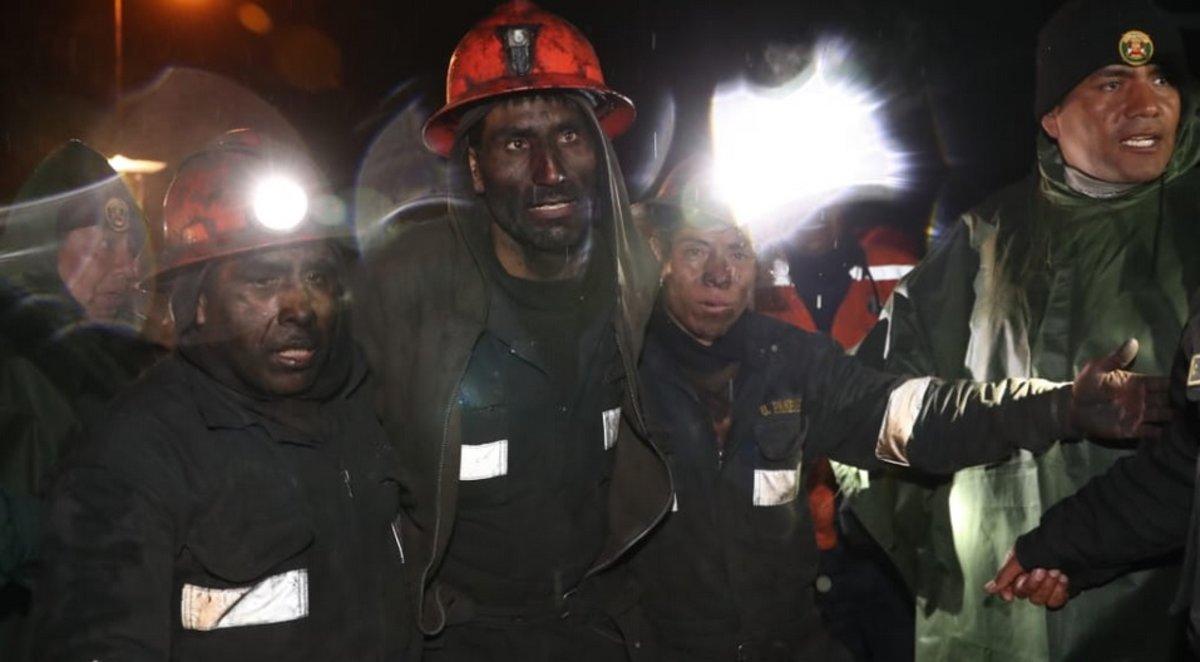Los mineros fueron rescatados de un socavón de carbón en Perú.