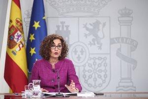 28/01/2020 La ministra de Hacienda y Portavoz del Gobierno, María Jesús Montero, comparece en rueda de prensa tras el Consejo de Ministros, en el Complejo de la Moncloa, en Madrid (España), a 28 de enero de 2020.
