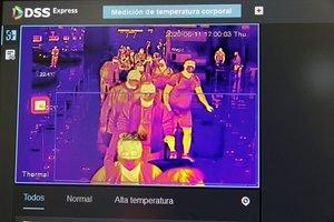 GRAF9466. MADRID, 11/06/2020.- Una pantalla muestra un control de temperatura en el Aeropuerto Adolfo Suárez Madrid-Barajas, este jueves en Madrid. El ministro de Transportes, Movilidad y Agenda Urbana, José Luis Ábalos, acompañado por el presidente de Aena, Maurici Lucena, ha recorrido los principales espacios de la Terminal T4 donde se han implantado ya la medidas de seguridad por el COVDI-19: la zona de facturación, el filtro de seguridad, la zona de embarque, la zona de llegadas y la zona de recogida de equipajes, donde personal del Ministerio de Sanidad está realizando los controles documentales y de temperatura a los pasajeros provenientes de destinos internacionales. EFE/Daniel Ramo/Ministerio de Transportes FOTOGRAFÍA CEDIDA/ SOLO USO EDITORIAL/ NO VENTAS