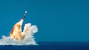 Un misil nuclear estadounidense lanzado desde un submarino.
