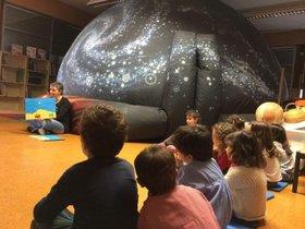 Niños de Viladecans en una actividadde la Semana de la Ciencia
