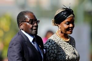 La pareja Robert y Grace Mugabe.
