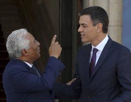 GRAF2212 LISBOA 02 07 2018 - El presidente del Gobierno Pedro Sanchez d conversa con el primer ministro portugues Antonio Costa i durante el encuentro que han mantenido hoy en Lisboa EFE Ballesteros