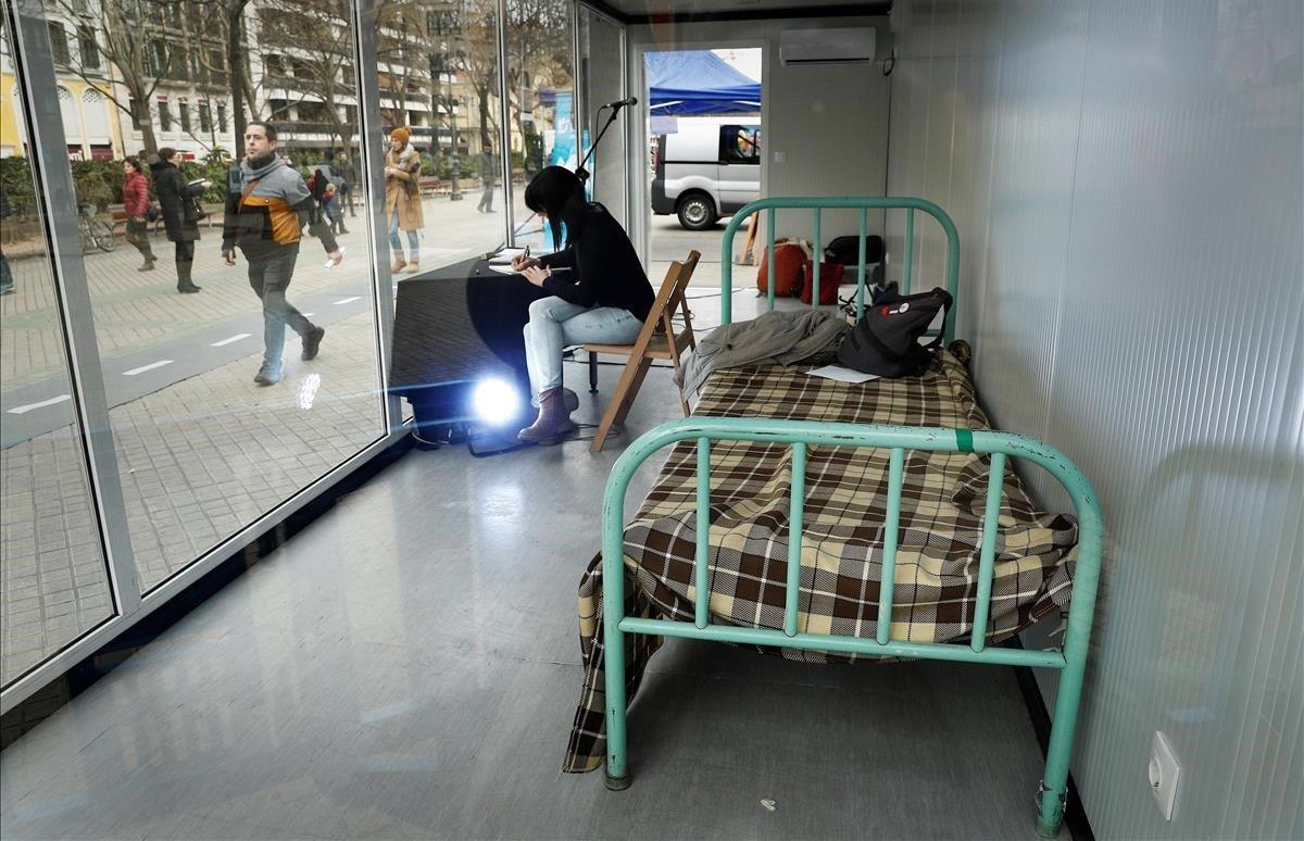 La plataformaSare instaló en los últimos días de diciembre de 2018 en Pamplona esta simulación de una celda para socializar la conculcación de los derechos humanos de los presos vascos. Se refiere a los reclusos de la banda terrorista ETA.